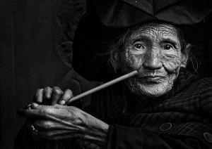 PhotoVivo Honor Mention - Wenchuan Xia (China) <br /> The Yi Granny