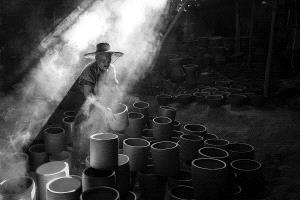APAS Honor Mention - Thi Ha Maung (Myanmar) <br /> Old Man And His Pots