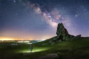 SIHIPC Merit Award - Junlin Tang (China)  Night Vision Grassland